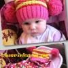 Детская яркая шапочка спицами