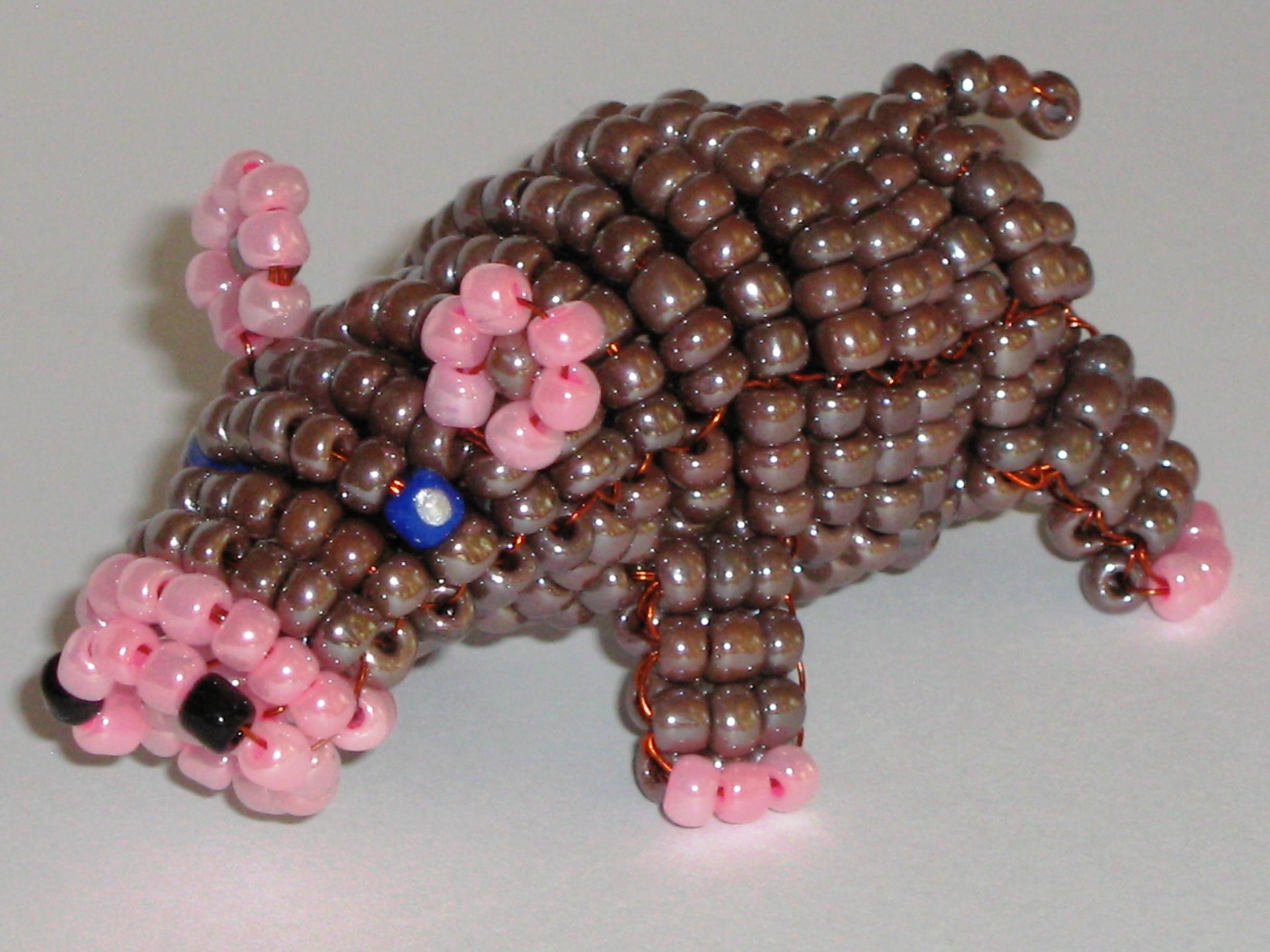 И плетется он довольно легко.  Предлагаем вашему вниманию подробную схему плетения нашего очаровательного бегемотика.